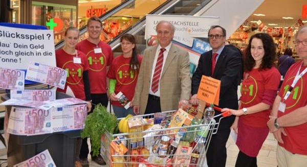 Das Team der Landesfachstelle Glücksspielsucht mit Herr Simon (Direktor Caritas Saarbrücken), Prof. Dr. Dörr LPH, Karsten Schmidt (Jugendamt)