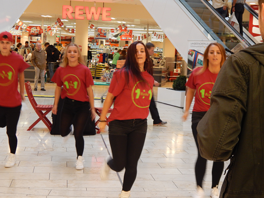 Für Unterhaltung auf dem Aktionstag Glücksspielsucht 2014 sorgte die Tanzformation Fusion 4.